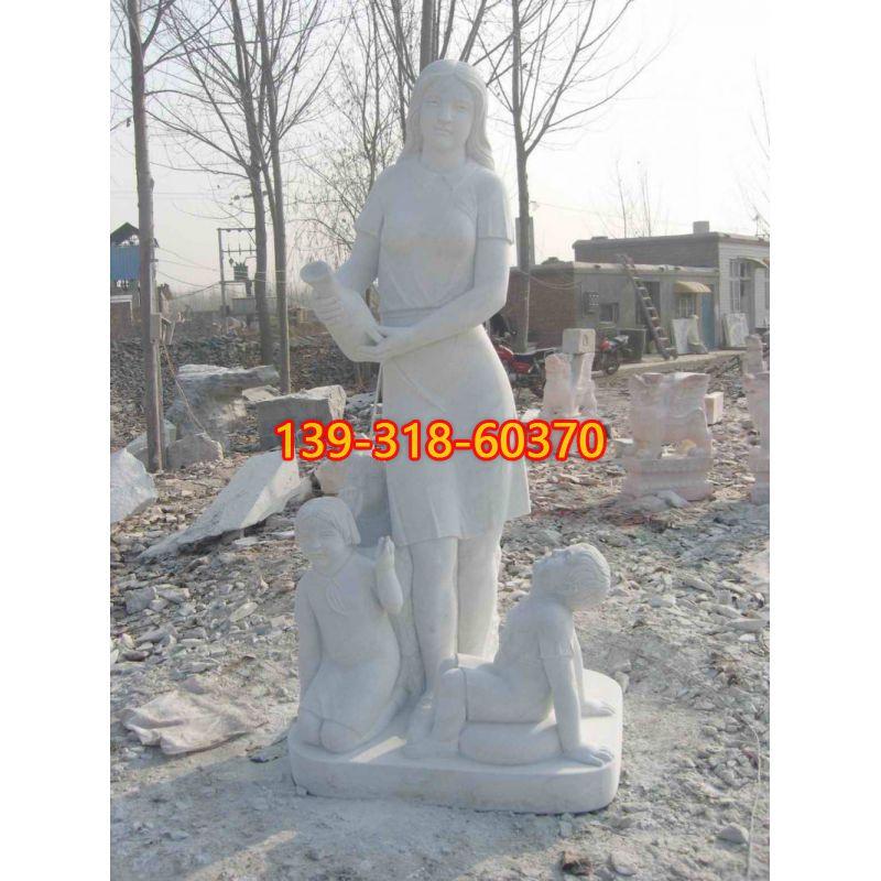 校园老师和学生石雕(1)