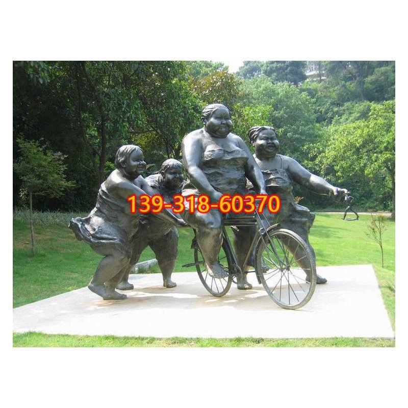 学骑自行车的胖女孩铜雕(1)