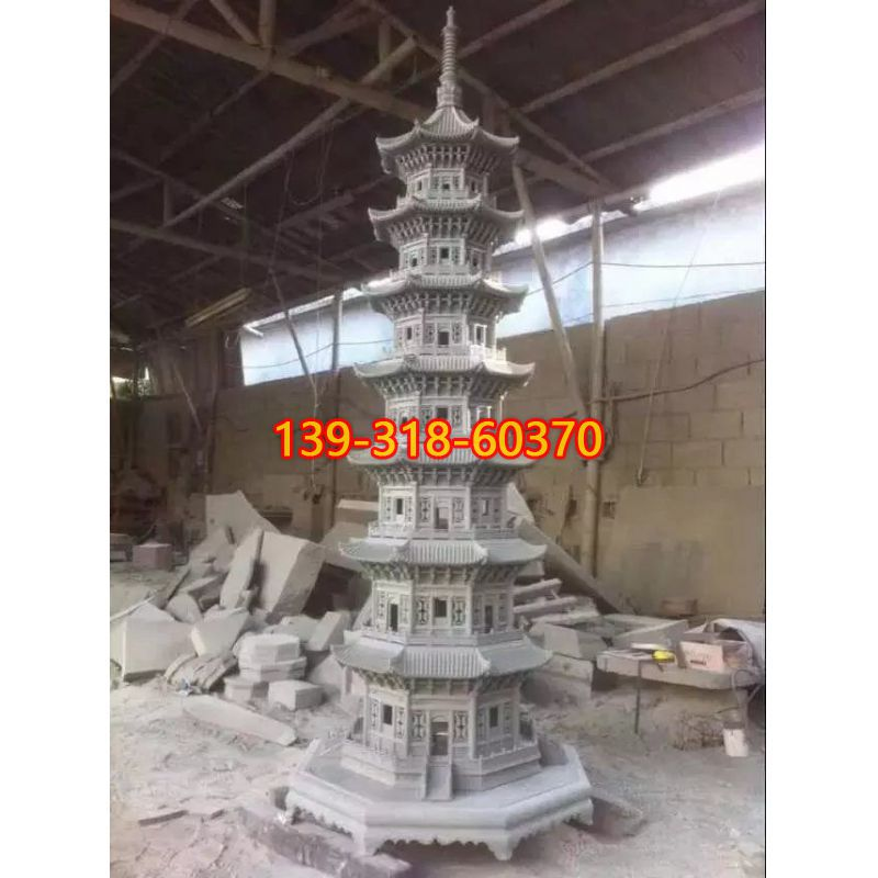 城市石塔雕塑(1)