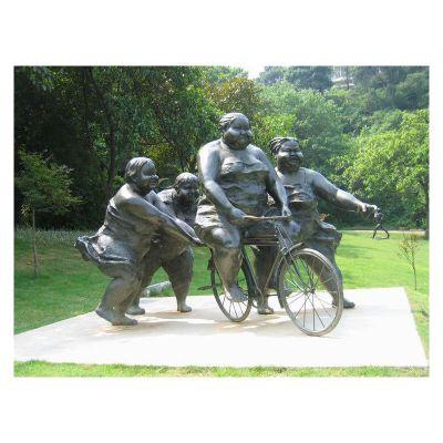 学骑自行车的胖女孩铜雕