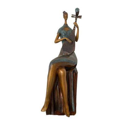 抽象弹琵琶人物雕塑