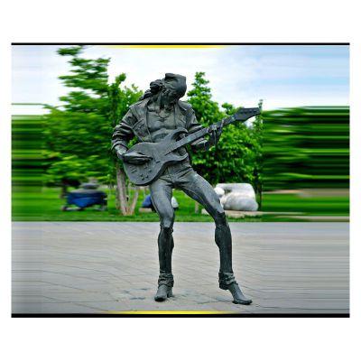 青铜弹吉他人物雕塑