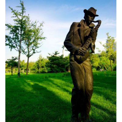 吹萨克斯的西方人物铜雕